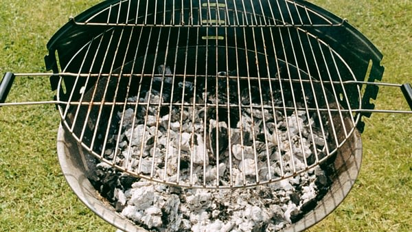 How to use a Charcoal Grill As a Smoker: Simple Techniques